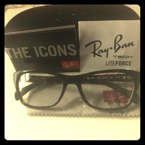 NEW Women's Ray-Ban CatEye Frames!